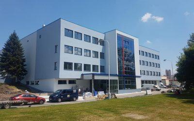 Administrativní budova v Praze – klimatizace HAIER MRV kanceláří a dodávka chladu do VZT